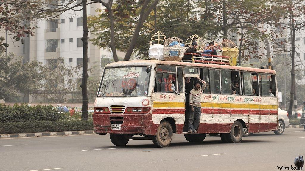 http://www.foto-kiboko.de/reise/bangladesch2013/bilder/1/s170_Dhaka_Bus_4195.jpg